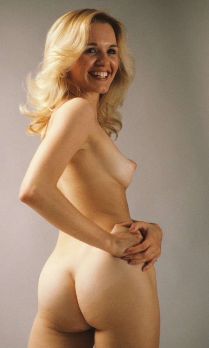 Nude blond girl with perky elbow