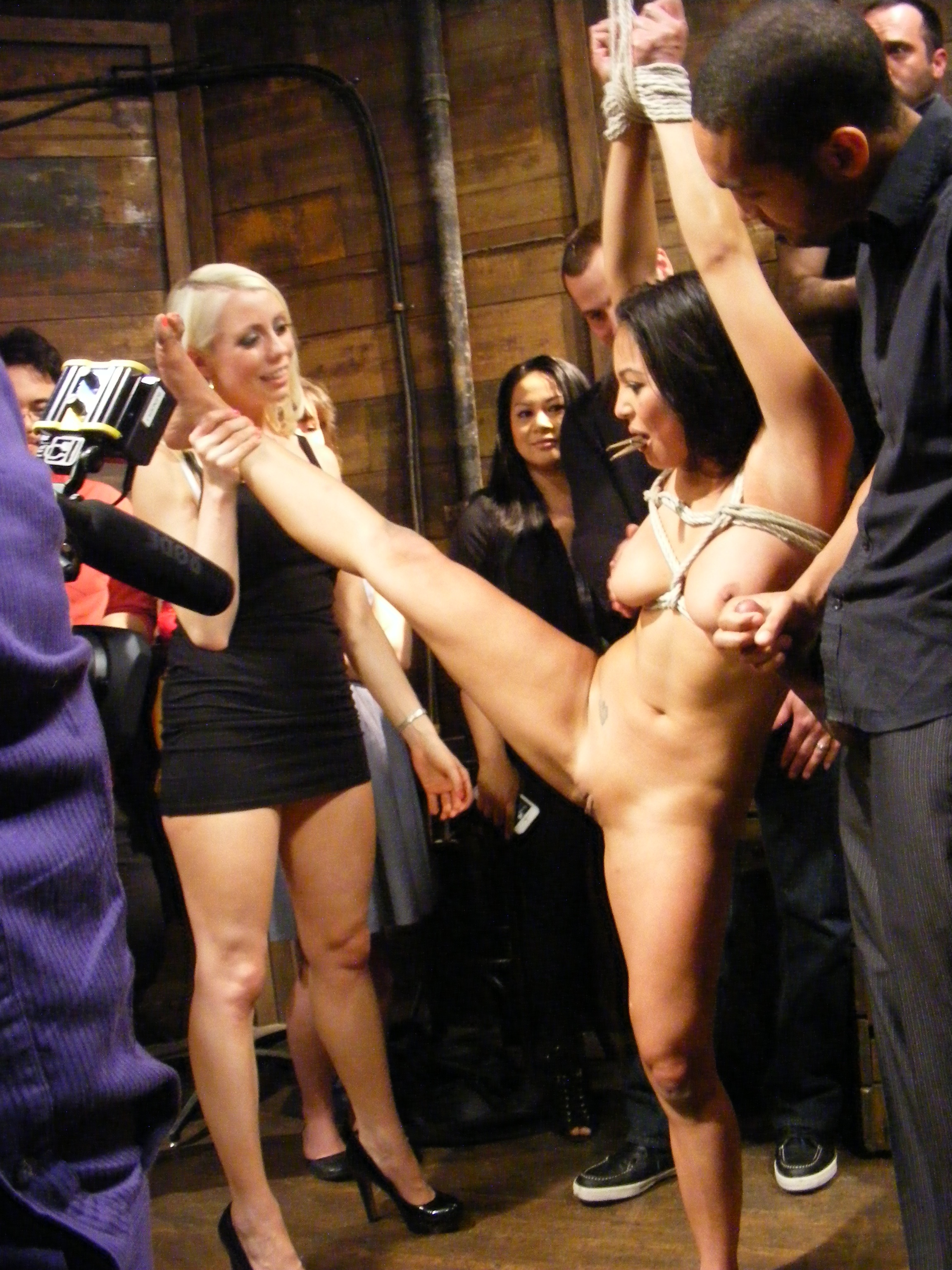 Nude Pregnant Outdoor Legs Spread Nasty Porn Pics the joy of bondage » public
